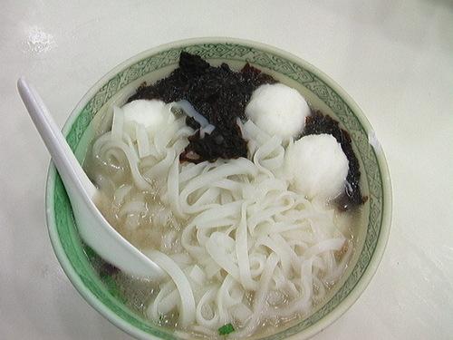 イカ団子入り麺